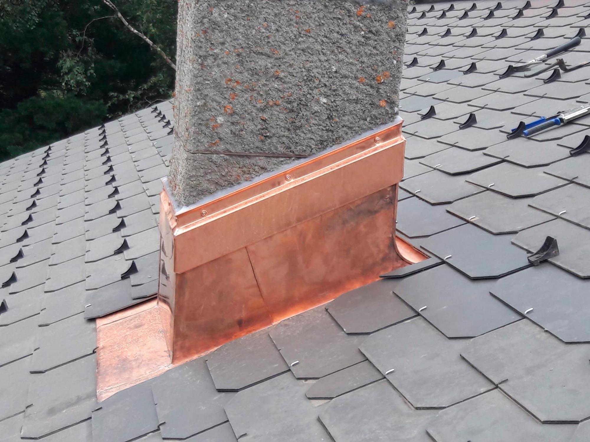ABDACH AG in Brig Glis, Wallis – Spenglerarbeiten auf dem Dach – Kamin